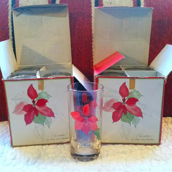 7 Crisal Clear Glasses Cups Tumblers Poinsettia